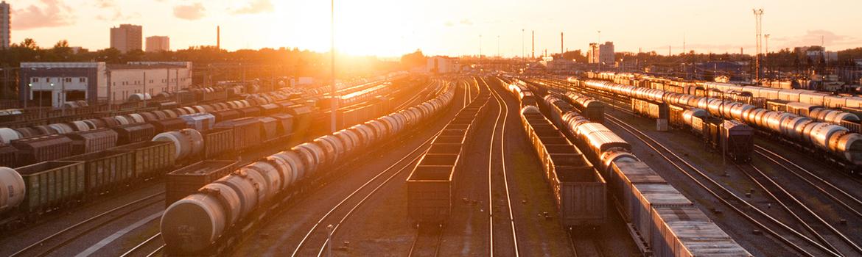Güterbahnhof bei Sonnenaufgang